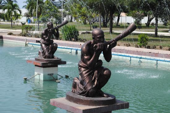 Kwame Nkrumah Memorial Park: Some of the beautiful sculptures