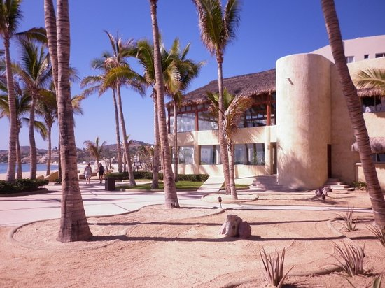 Bel Air Collection Resort & Spa Los Cabos: Grounds view