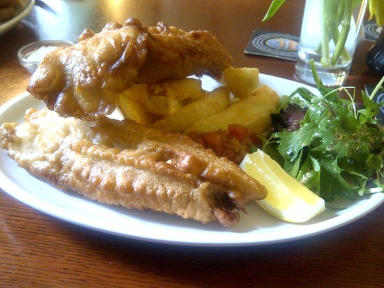 The Thimble Inn: Generous portion of deep fried mackerel