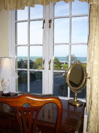 Shelley's : Fabulous Sea Views