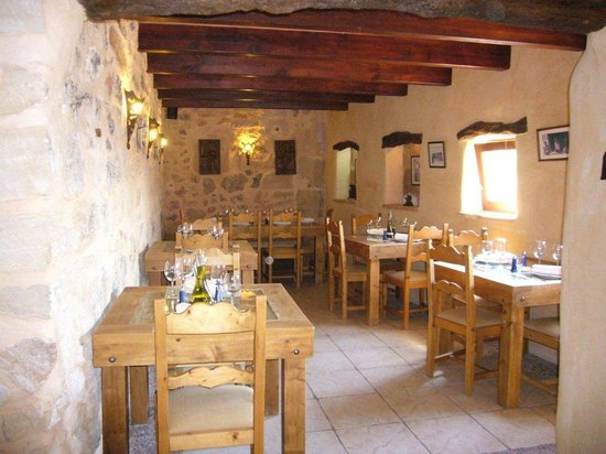 Es Castell: Romantic eating areas