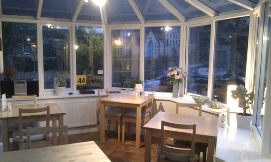 School Cottages Bed & Breakfast: Conservatory where breakfast is served very morning