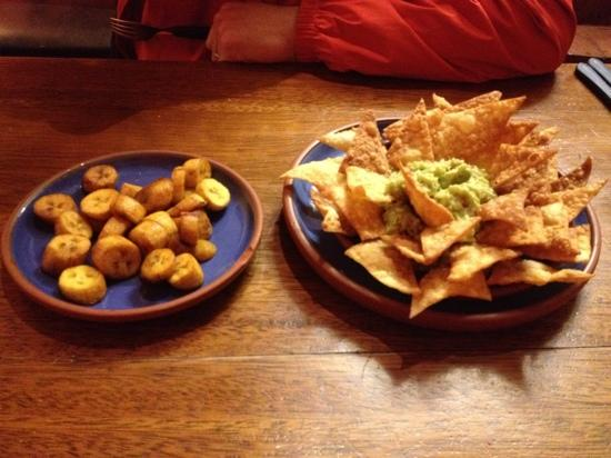 Tambo del Arriero Hotel Boutique: amazing guacamole and homemade chips!