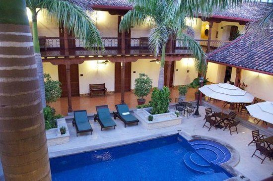 Hotel Plaza Colon: Inside courtyard & view from the door to room