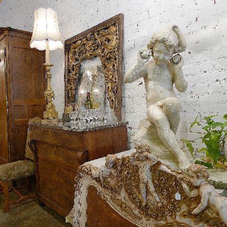 Bush Antiques: Shop interior.