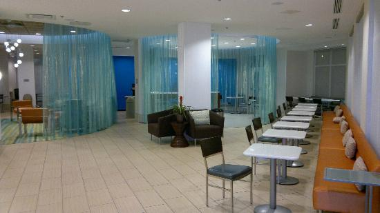 SpringHill Suites San Antonio Downtown/Alamo Plaza: Very nice and spacious breakfast area