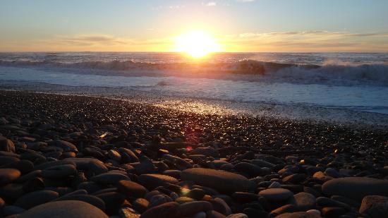 Paroa Hotel: Sunset walk along nearby beach