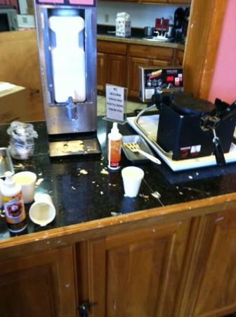 Crown Choice Inn & Suites Lakeview & Waterpark: Food service counter!