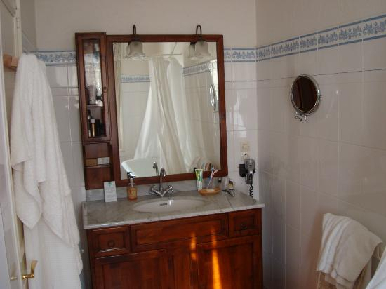 Auberge du Bon Laboureur: The bathroom