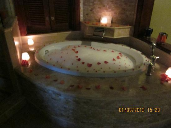 Decorated Bath Tub Picture Of Sandals Royal Caribbean Resort And - Royal bath tubs