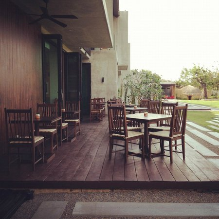Zensala Riverpark Resort: Dining by the River