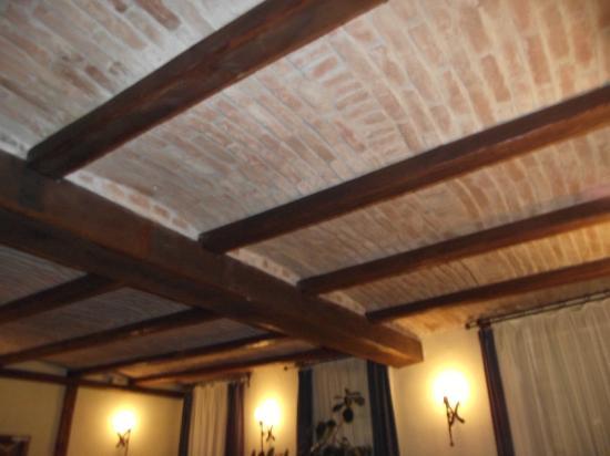 Hotel Sighisoara: Brick Ceiling Hotel Dining Room