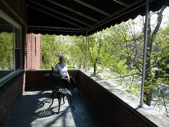 Shadyside Inn All Suites Hotel: Enjoy our balcony overlooking Fifth