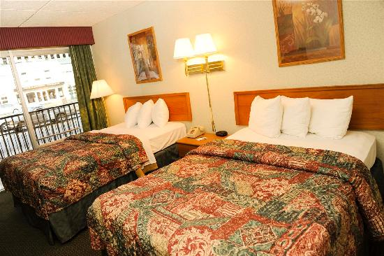 Downtown Inn & Suites: Two Double Beds Room
