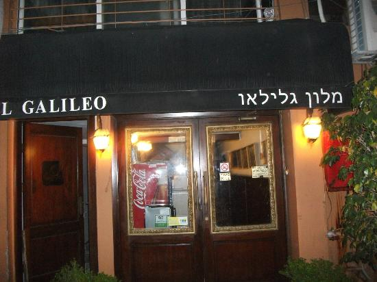 Galileo Hotel: Entrance with small lobby behind