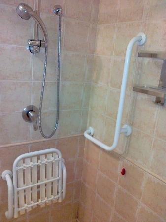 Faro Rosso: doccia x disabili