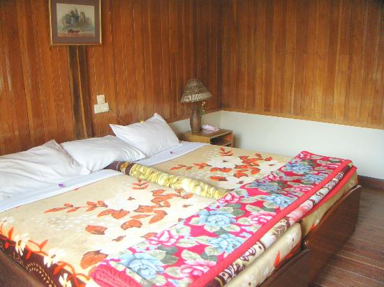 Pine Hill Resort, Kalaw: Comfortable Twin Beds Put Together as a Double