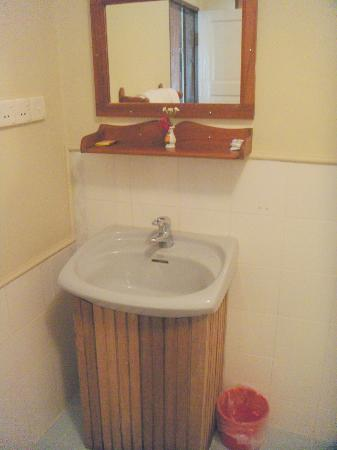 Pine Hill Resort, Kalaw: Bathroom
