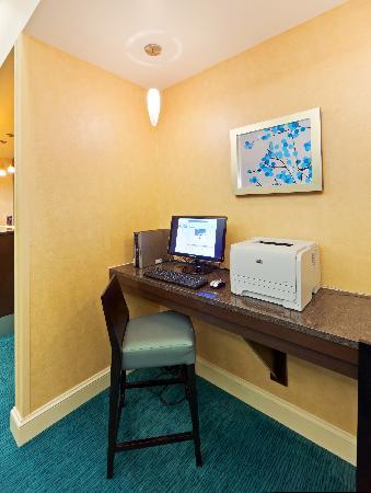 Residence Inn Boulder Longmont: Business Center