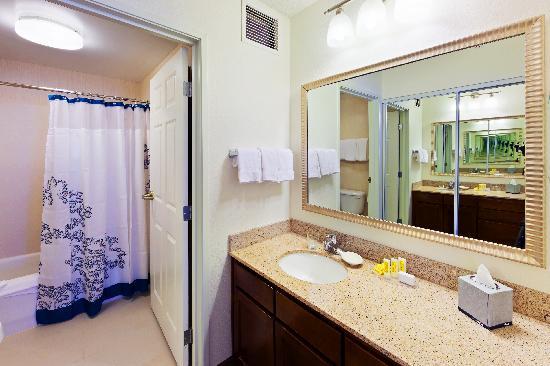 Residence Inn Boulder Longmont: Suite Bathroom