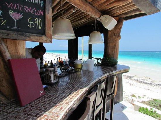 Mezzanine Colibri Boutique Hotel: Bar @ Mezzanine!