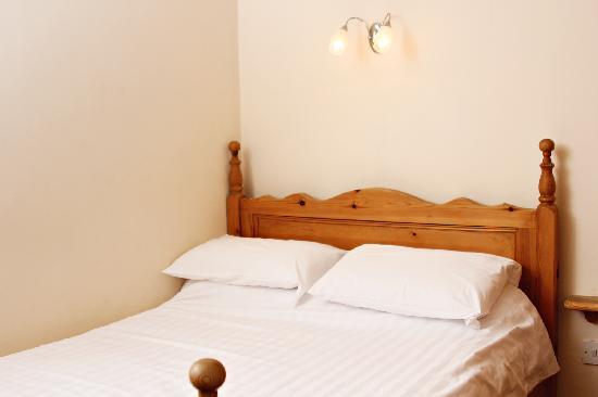 Tennyson Court: Cottage 3C master bedroom