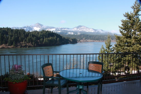 Best Western Plus Columbia River Inn: View of Columbia River from Hotel's Patio