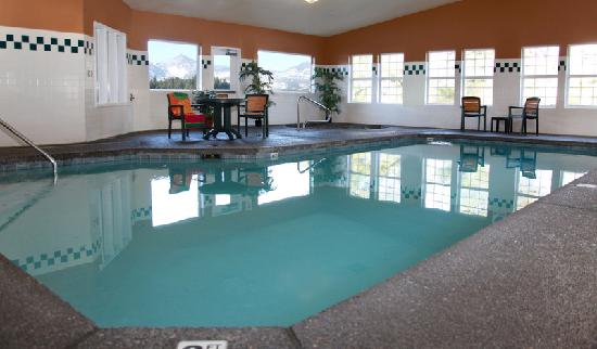 BEST WESTERN PLUS Columbia River Inn: Enjoy Hotel's Indoor Pool and Whirlpool
