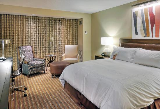 Hilton Omaha: Newly renovated king room