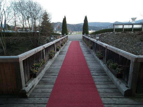 Schloss Gabelhofen: Die Brücke zum Schloss