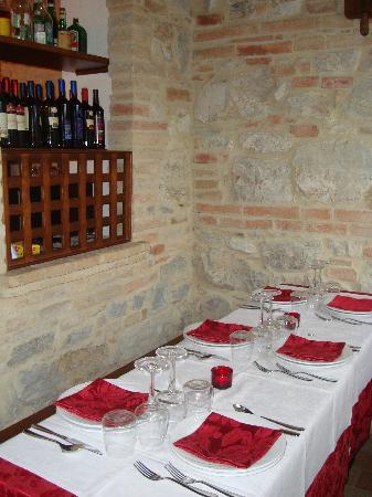 Villa Martina: Tavolo in veranda
