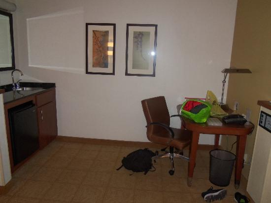 Hyatt Place Cleveland/Independence: Spare area of the room - Please excuse the mess on vacation