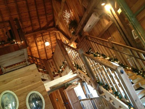 Sarah's Vineyard: Entry Staircase to the Loft
