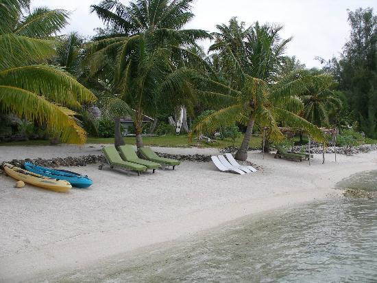 Blue Heaven Island lodge: The beach