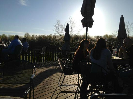 Sarah's Vineyard: Back deck at Sarah's at Sunset