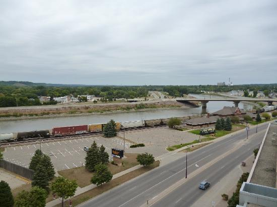 Hilton Garden Inn Mankato Downtown: View of the river from the deck