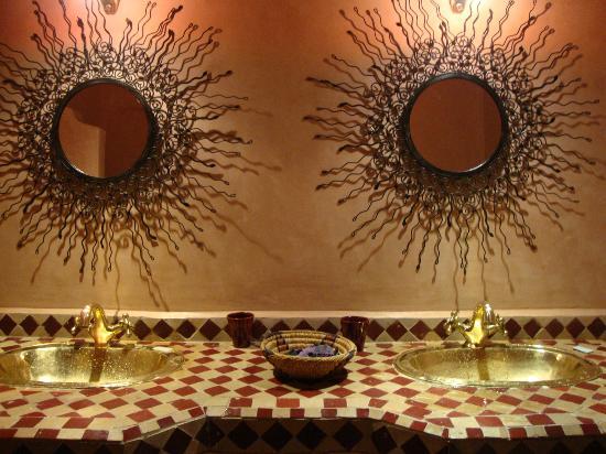 Riad Cherkaoui: Funky bathroom mirrors