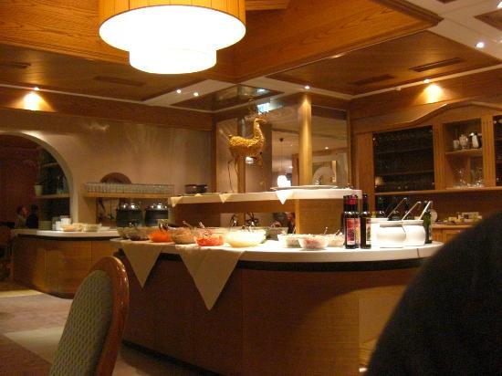 Hotel Bäckelar Wirt: Saladbar in restaurant