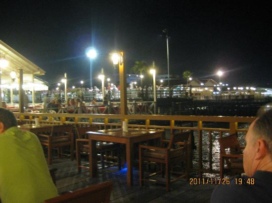 Ketsarin Restaurant: A view towards other piers.