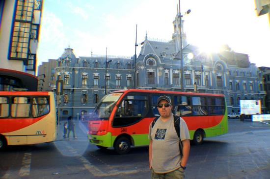 La Casa de Henao: Valparaiso main plaza and the best bus in town
