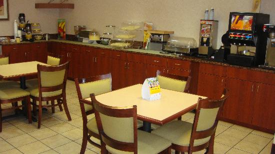 Quality Inn Merrillville: Breakfast Area