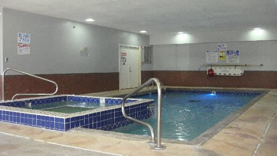 Quality Inn Merrillville: Indoor Heated Pool