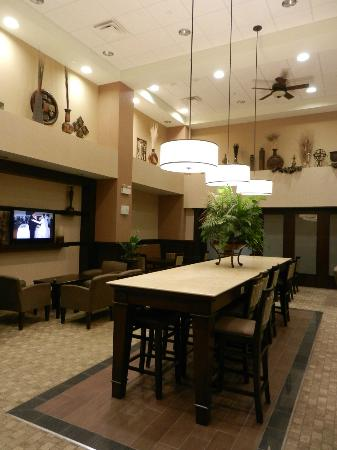 Hampton Inn Sudbury: breakfast area