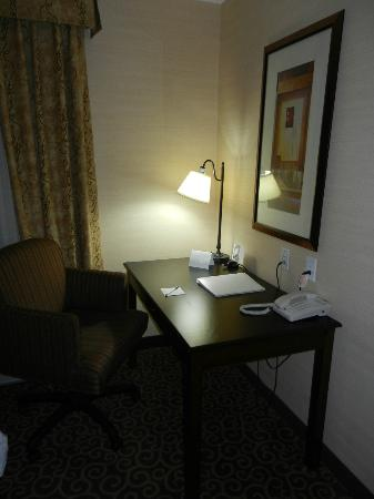 Hampton Inn Sudbury: desk