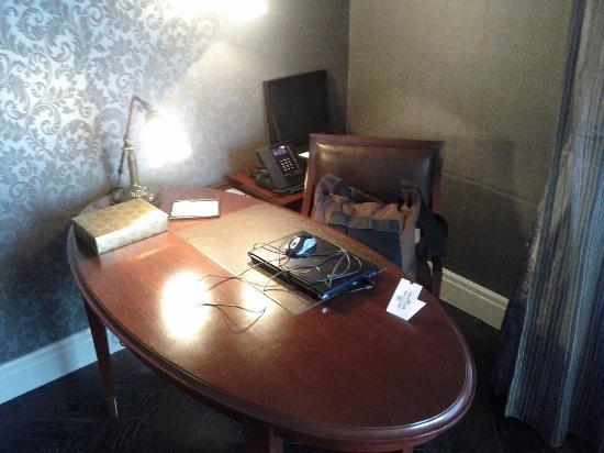 Hotel Muse Bangkok Langsuan - MGallery Collection: Hotel Muse Bangkok Langsuan Room 902 Work Desk - LoyaltyLobby