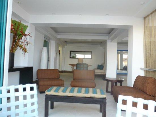 Atlantic Beach Hotel: the lobby