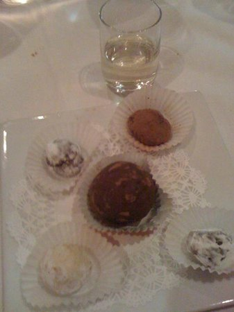 Sapore Restaurant: Final Course: Assorted Truffles