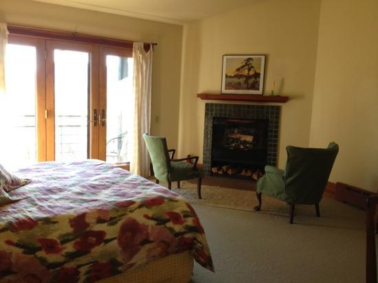 Sourwood Inn: room
