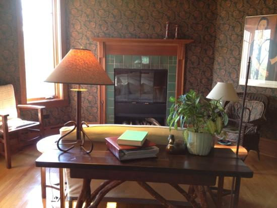 Sourwood Inn: library at Sourwood