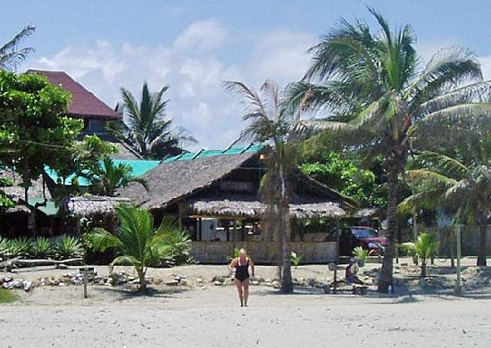 Canoa, Ekwador: A look back at the hotel from the beautiful beach